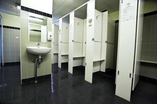 Woodduck Boomerang Backpackers : Bathrooms