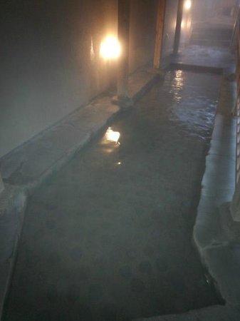 Izanro Iwasaki:                   大浴場の足湯