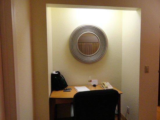 Residence Inn San Jose Campbell:                   Desk Area