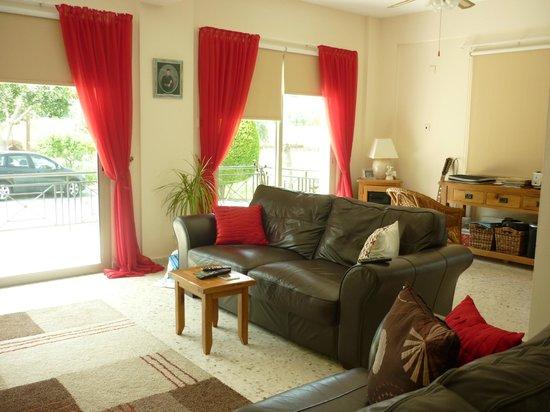 Himonas Apartments:                   Wohnzimmer