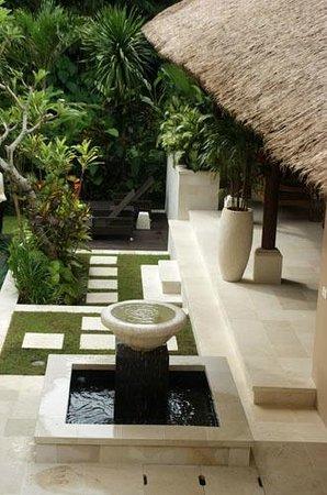Tepi Laut Villa: Villa Garden