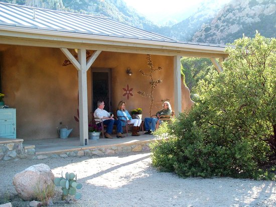 Cochise Stronghold, A Nature Retreat: Straw Bale Guest House