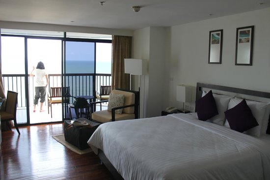 Novotel Hua Hin Cha Am Beach Resort and Spa:                   the balcony