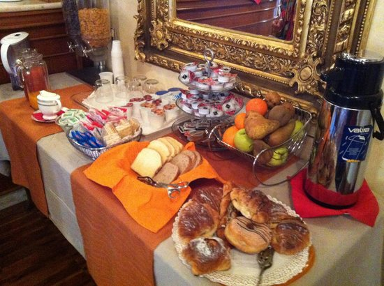 I Tre Moschettieri Luxury Guest House:                   Breakfast