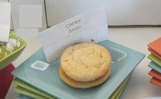Platine Bakery:                   Camee vanilla cookie with vanilla buttercream filling.