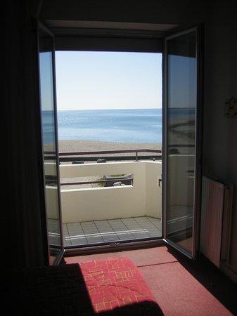Hôtel Les Chants d'Ailes : Vue d'une chambre avec balcon