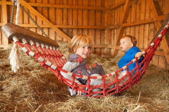 Familotel Schreinerhof: Spielen und Toben in der Heuscheune am Schreinerhof