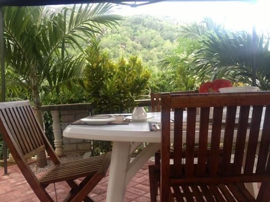 Carana Hilltop Villa: завтрак
