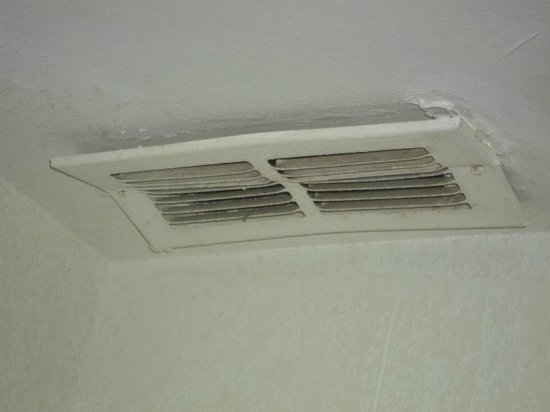 Motel 6 Melrose Park, IL:                                     vent in ceiling