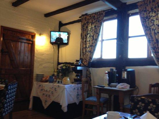 Haseley Coach House Motel :                   The breakfast room