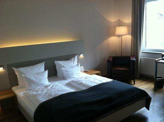 Qube Hotel Heidelberg:                   Room