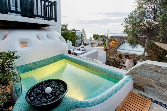 Rania Apartments: JACUZZI FROM A SUITE
