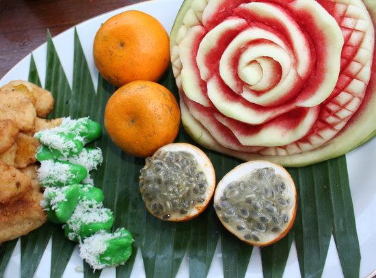 Tirta Ayu Restaurant , The Water Palace , Tirtagangga: FRUIT CARVING