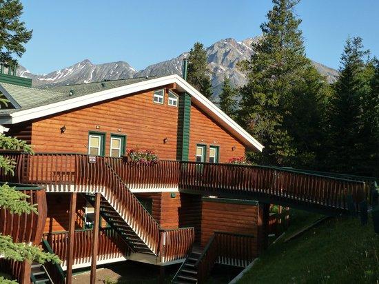 Pyramid Lake Resort:                   Unser Gebäude mit  Wohneinheiten und dem Mount Pyramid