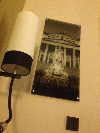 Leonardo Hotel Berlin:                   Decoration in room