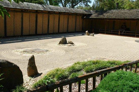 Himeji Garden:                   Raked Garden