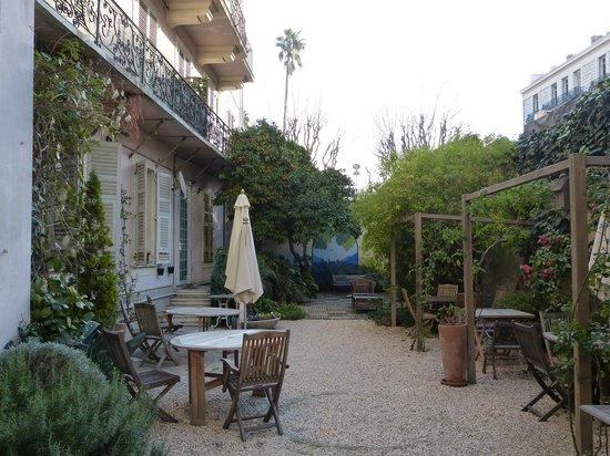 Nice Garden Hotel:                   jardin