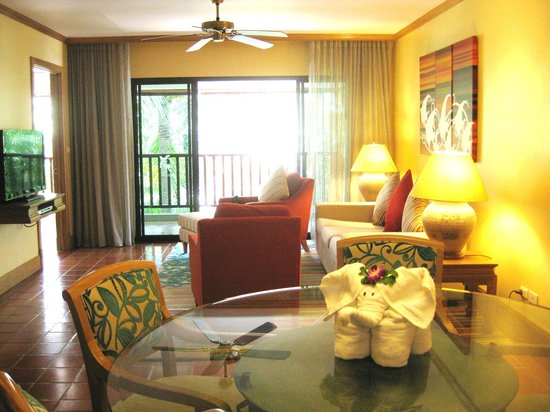 Marriott's Phuket Beach Club:                                     Living room