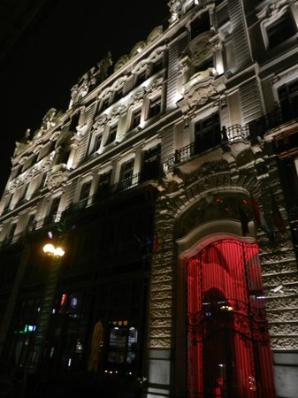 Buddha-Bar Hotel Budapest Klotild Palace: by night - superbe