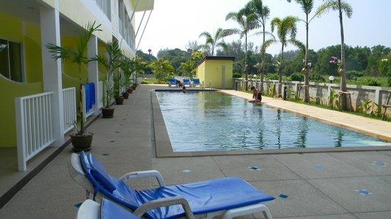 Naiyang Sonwa Resort:                   Piscina