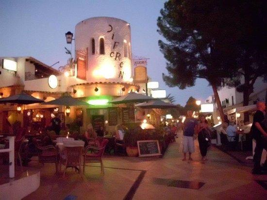 Hotel Antares:                   Centro di Cala D'or