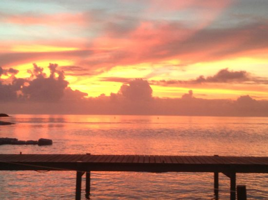 Cinnamon Hakuraa Huraa Maldives:                   Sunset from the bar - wow!