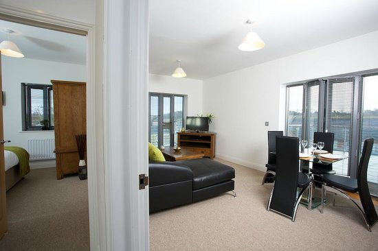 Yeovil Central Apartments: Lounge to relax in