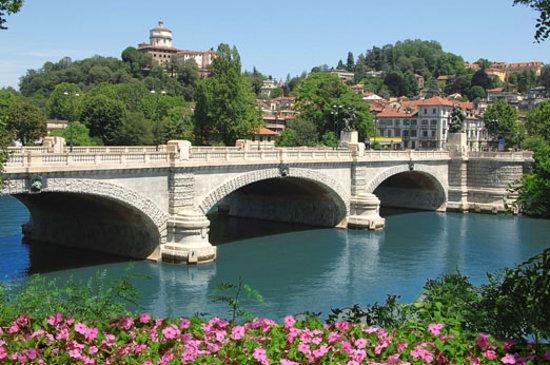 Turín, Italia: Fiume Po e Monte dei Cappuccini