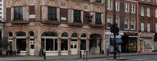 The Drayton Arms: The Pub