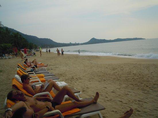 วีคเอนเดอร์ รีสอร์ท: Пляж отеля.