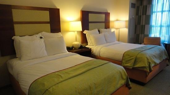 Renaissance Las Vegas Hotel:                   bedroom
