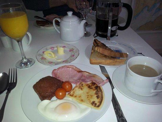 Laurel Bank Lodge:                   Full Scottish breakfast