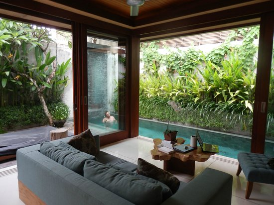 Maca Villas & Spa:                   living area to pool
