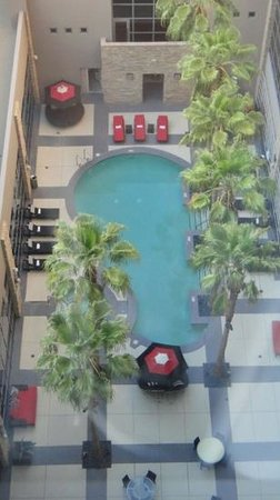 Renaissance Las Vegas Hotel:                   swimming pool