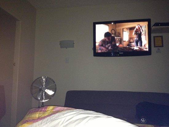 Auto Lodge Motel:                   Flat screen tv