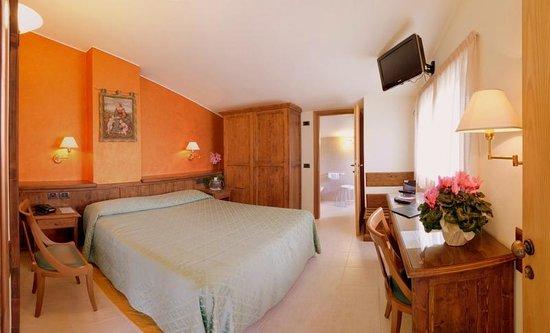 Hotel Campiglione: Camera matrimoniale