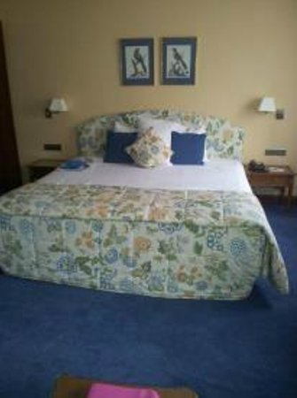 Marivaux Hotel:                   Kingsize bed!