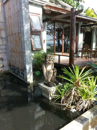 Anda Lay Boutique Resort:                   Statue in front one of the rooms