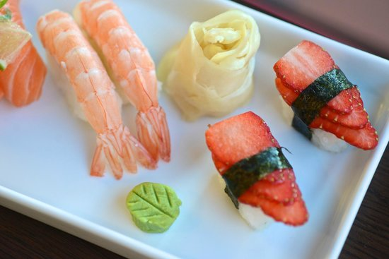 Oyisi Running Sushi :                   Nigiris with strawberry...
