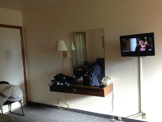Royal Motel:                   TV and Mirror