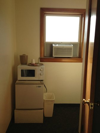 Royal Motel:                   Microwave, Fridge and AC