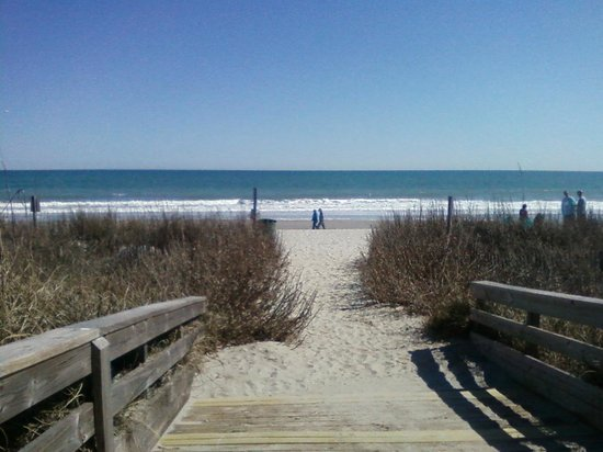 DoubleTree Resort by Hilton Myrtle Beach Oceanfront:                   path to the beach