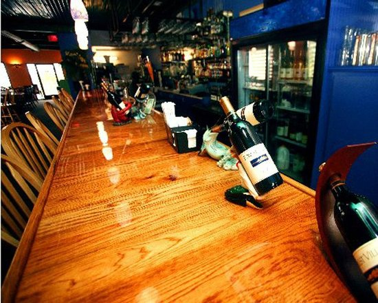 Twin Lakes By The Sea: Upstairs Bar