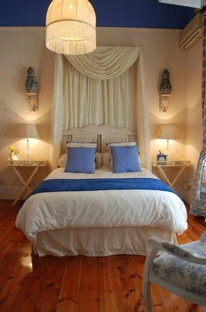 Sir Harveys Bed & Breakfast: Blue Room