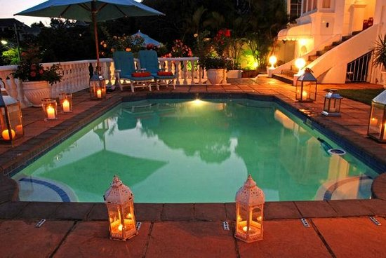 Sir Harveys Bed & Breakfast: Outdoor Pool Area