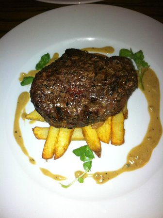 Steak & homemade chips at The Market Pub