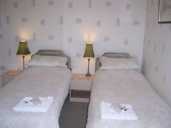 The Draytonian: twin bedroom