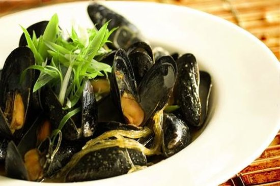 The Grille at the West Beach Hotel & Resort :                                                       Mussels