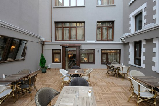 Collage Pera Hotel: garden