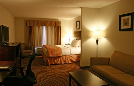 Comfort Inn And Suites: This is another shot of our SNK room in a reverse layout,.